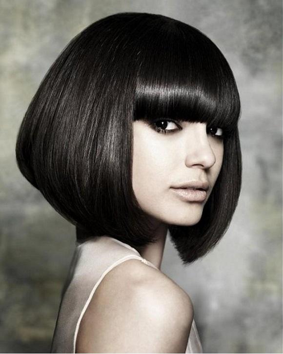 Классическое каре с челкой на средние волосы