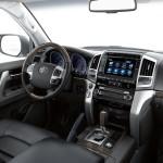 Toyota Land Cruiser 200 2016 года: гибрид японского внедорожника.