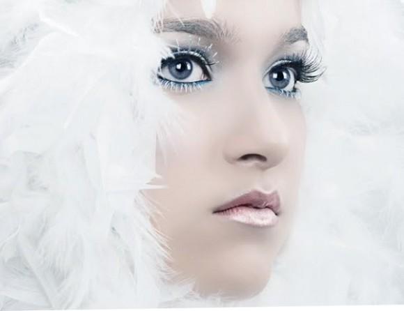 Девушка в образе снегурочки