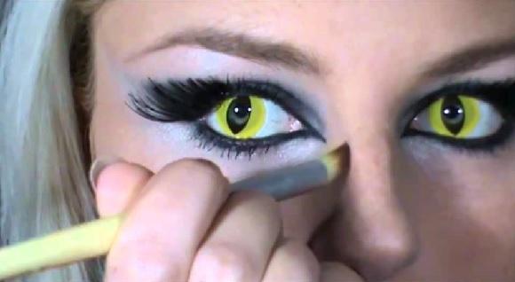 Желто-черные линзы в глазах